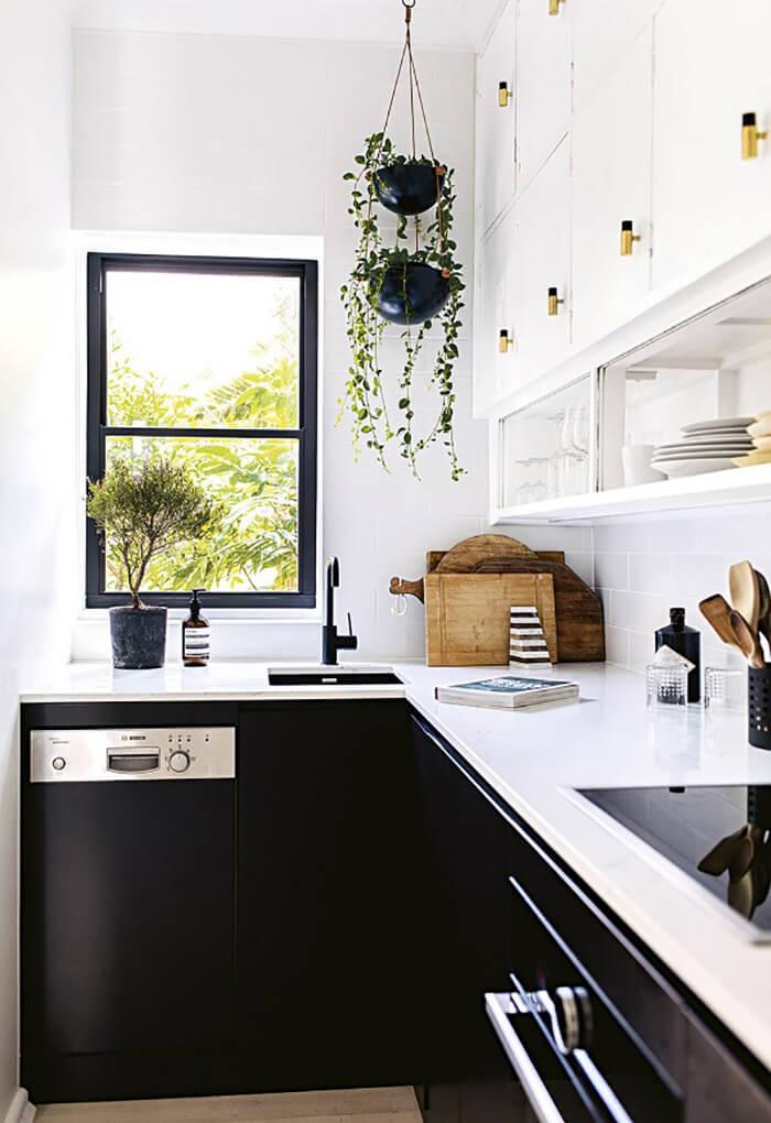Thiết kế bếp với cửa sổ
